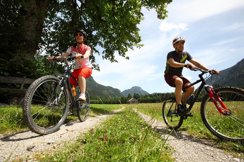 ammergauer-alpen-gmbh_mathias-neubauer_mountainbiken_graswang-1