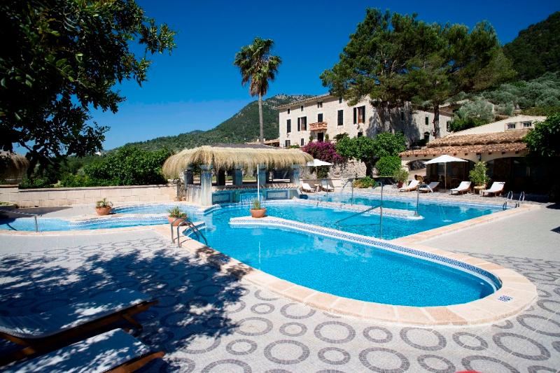 galerie-1-pool-hotel-monnaber-nou-2009